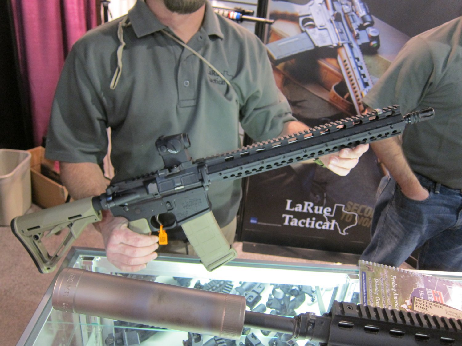 LaRue Tactical OBR 5.56 PREDATAR Series Tactical AR Carbine at SHOT Show 2011 1 <!  :en  >LaRue Tactical PredatAR Series Lightweight OBR 5.56 and OBR 7.62 Tactical AR Carbines Debut at SHOT Show 2011 (Video!)<!  :  >