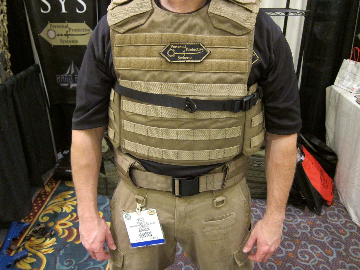 P2_Systems_(P2Sys)_Underarm_Double-Under_Integra-Sling_and_Integra-Belt_with_Integral_Armor_Waist_Supports_(Plastic_Stays)_at_SHOT_Show_2011_3