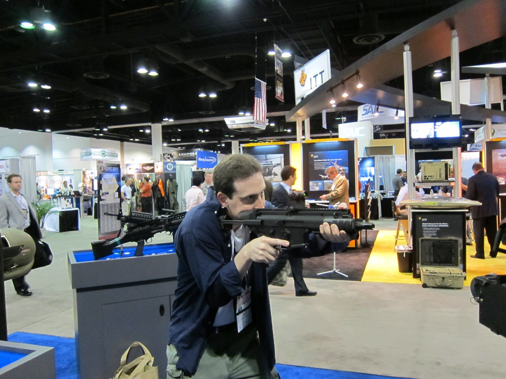 FNH USA FN SCAR PDW Compact Assault SBR 5.56mm NATO David Crane SOFIC 2011 DefenseReview DR 2 <!  :en  >FN SCAR PDW (Personal Defense Weapon) Compact Select Fire 5.56mm NATO SBR for Special Operations Forces (SOF) Applications: DR Handles the Weapon at SOFIC 2011 and NDIA Small Arms Symposium 2011 (Photos!)<!  :  >