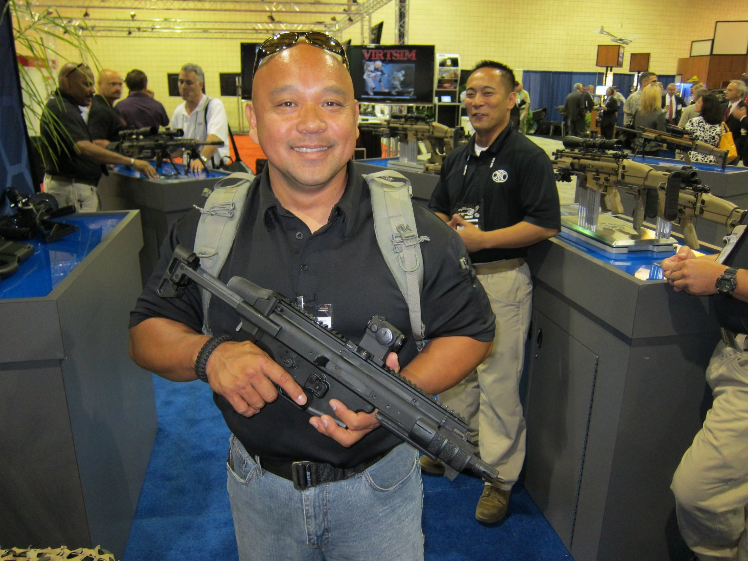 FNH USA FN SCAR PDW Compact Assault SBR 5.56mm NATO Felipe Jose SOFIC 2011 DefenseReview DR 2 <!  :en  >FN SCAR PDW (Personal Defense Weapon) Compact Select Fire 5.56mm NATO SBR for Special Operations Forces (SOF) Applications: DR Handles the Weapon at SOFIC 2011 and NDIA Small Arms Symposium 2011 (Photos!)<!  :  >