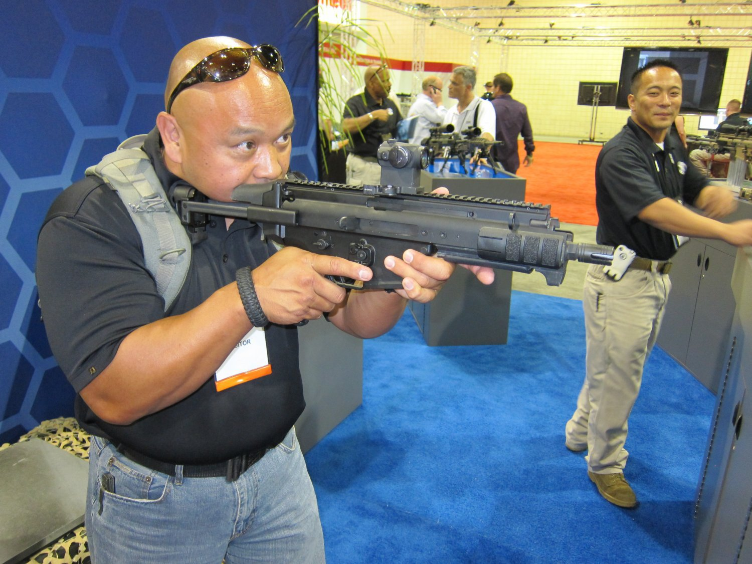 <!--:en-->FN SCAR PDW (Personal Defense Weapon) Compact Select-Fire 5.56mm NATO SBR for Special Operations Forces (SOF) Applications: DR Handles the Weapon at SOFIC 2011 and NDIA Small Arms Symposium 2011 (Photos!)<!--:-->