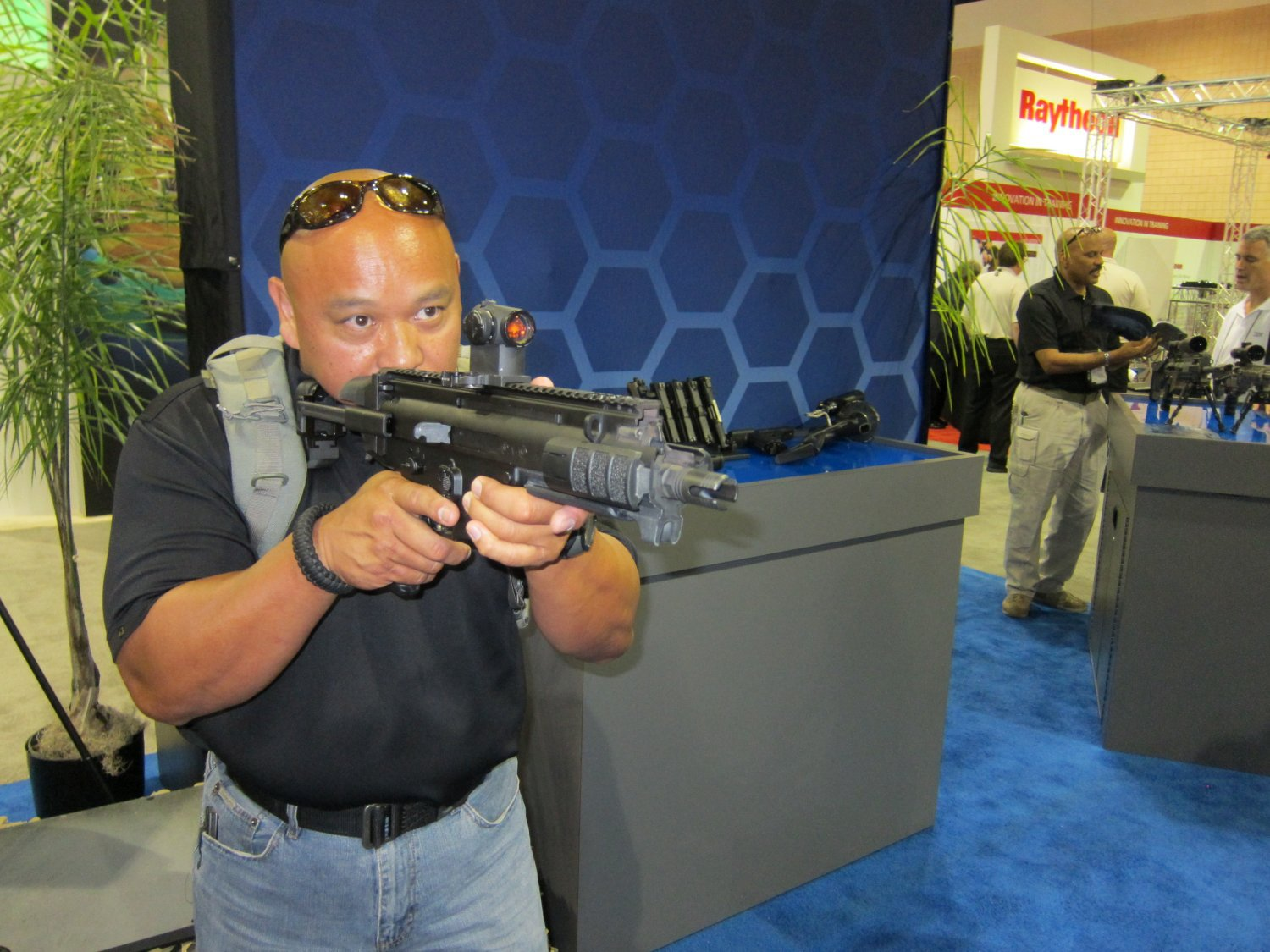 FNH USA FN SCAR PDW Compact Assault SBR 5.56mm NATO Felipe Jose SOFIC 2011 DefenseReview DR 6 <!  :en  >FN SCAR PDW (Personal Defense Weapon) Compact Select Fire 5.56mm NATO SBR for Special Operations Forces (SOF) Applications: DR Handles the Weapon at SOFIC 2011 and NDIA Small Arms Symposium 2011 (Photos!)<!  :  >