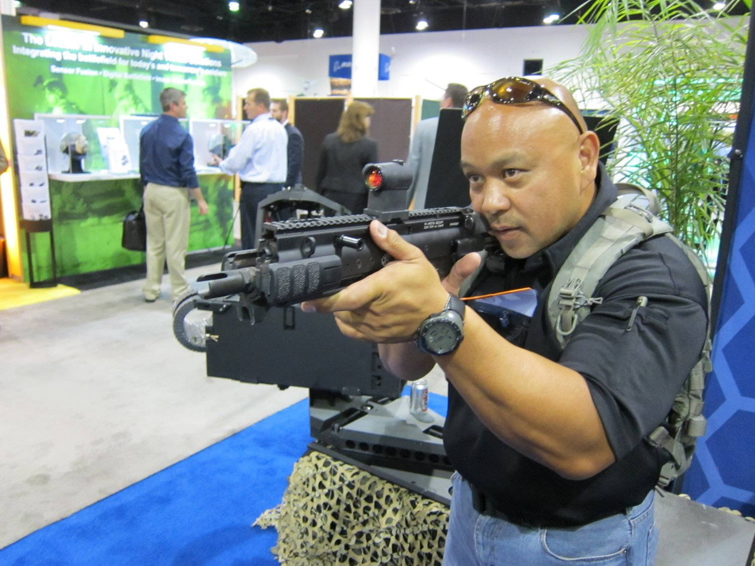 FNH USA FN SCAR PDW Compact Assault SBR 5.56mm NATO Felipe Jose SOFIC 2011 DefenseReview DR 7 <!  :en  >FN SCAR PDW (Personal Defense Weapon) Compact Select Fire 5.56mm NATO SBR for Special Operations Forces (SOF) Applications: DR Handles the Weapon at SOFIC 2011 and NDIA Small Arms Symposium 2011 (Photos!)<!  :  >