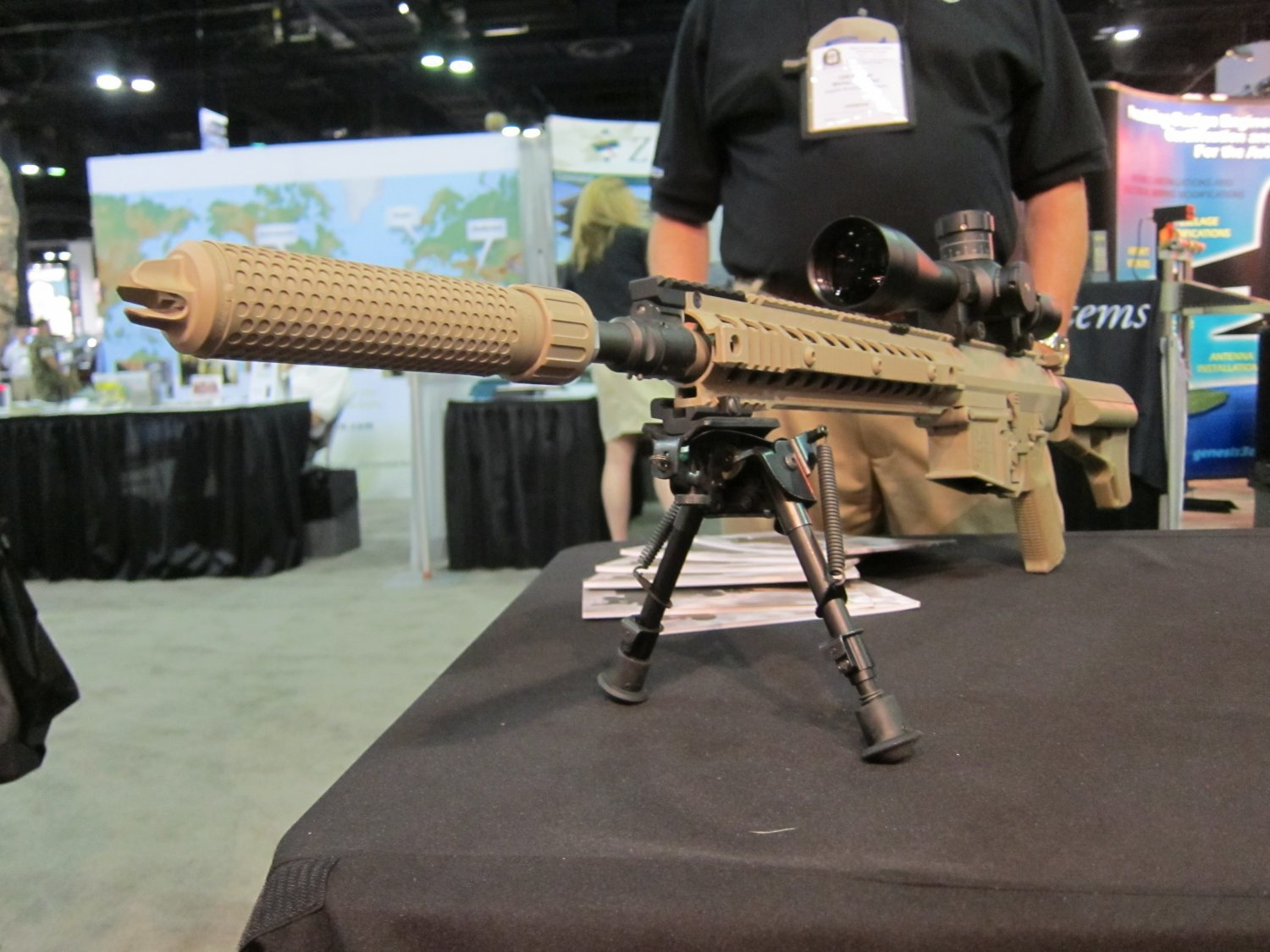 KAC_762_QDC_and_KAC_762_CQB_Muzzle_Cans_(Silencers_Sound_Suppressors)_SOFIC_2011_DefenseReview.com_(DR)_4