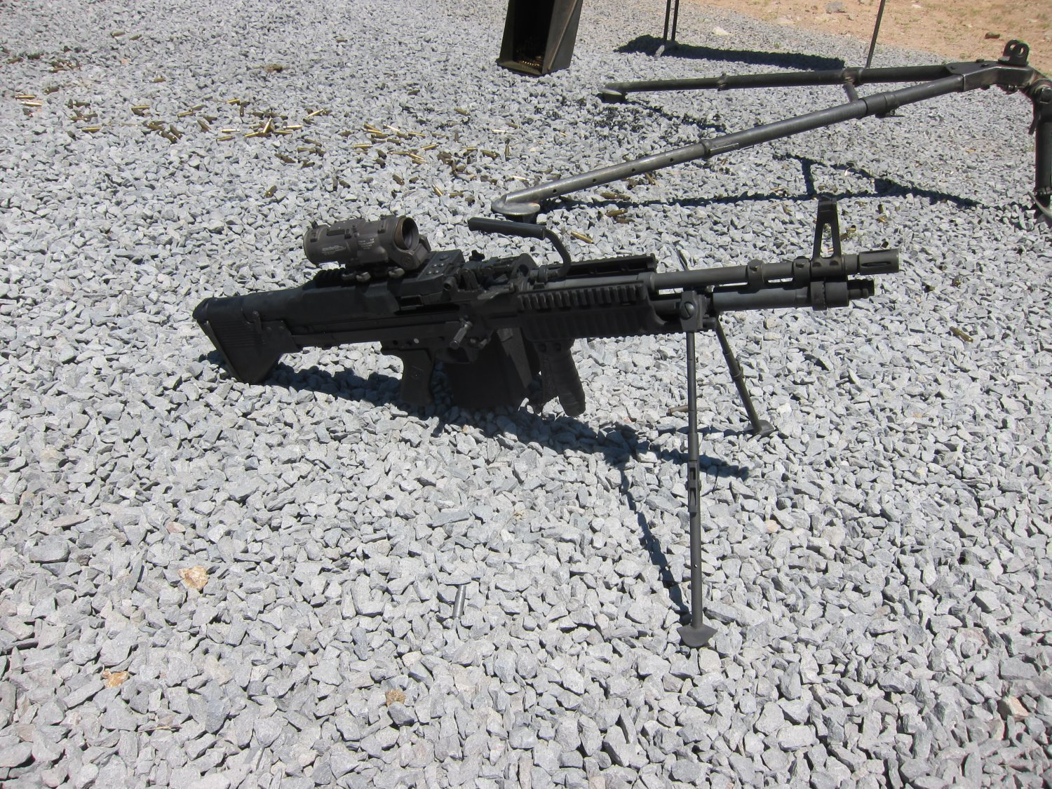 U.S. Ordnance Mk43 Mod 1 M60E4 Medium Machine Gun 7.62mm MMG 1 <!  :en  >U.S. Ordnance Mk43 Mod 1/M60E4 Commando 7.62mm NATO Medium Machine Gun (MMG) for Special Operations Forces (U.S. Navy SEALs): Latest Version Weapon Gets Test Fired at the Range (Video!) <!  :  >