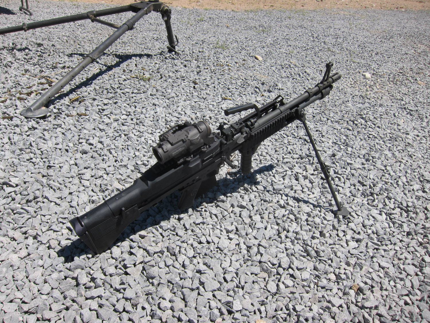 U.S. Ordnance Mk43 Mod 1 M60E4 Medium Machine Gun 7.62mm MMG 6 <!  :en  >U.S. Ordnance Mk43 Mod 1/M60E4 Commando 7.62mm NATO Medium Machine Gun (MMG) for Special Operations Forces (U.S. Navy SEALs): Latest Version Weapon Gets Test Fired at the Range (Video!) <!  :  >