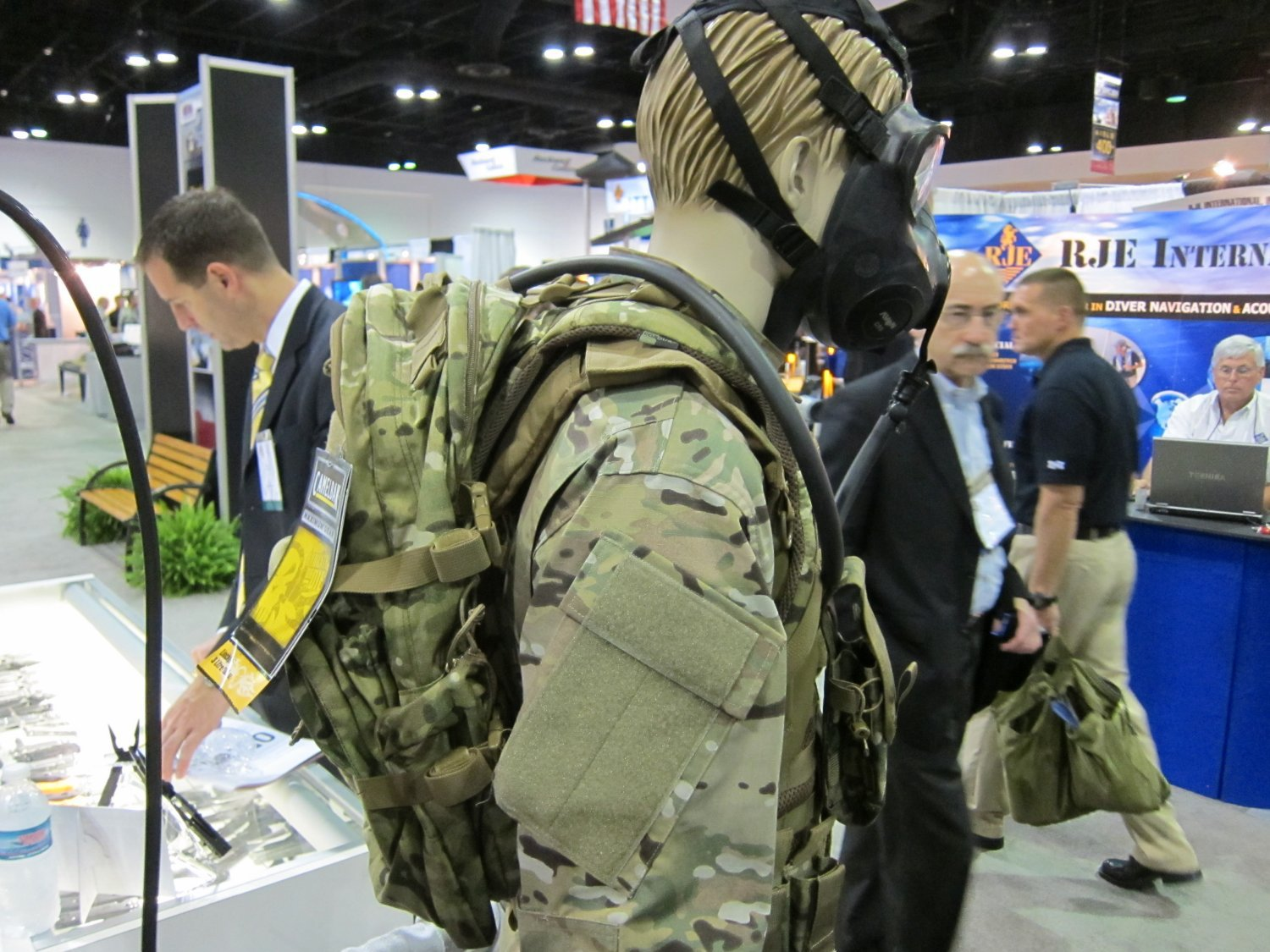 Camelbak Mule Tactical Hydration Pack Crye MultiCam Camo SOFIC 2011 2 <!  :en  >Camelbak Ambush AB 500, Thermobak AB, and Linchpin Tactical Hydration Packs/Reservoirs with Direct Armor Attachment System (D.A.A.S.): Strap your tactical hydration directly to your tactical armor plate carrier/tactical vest system! <!  :  >