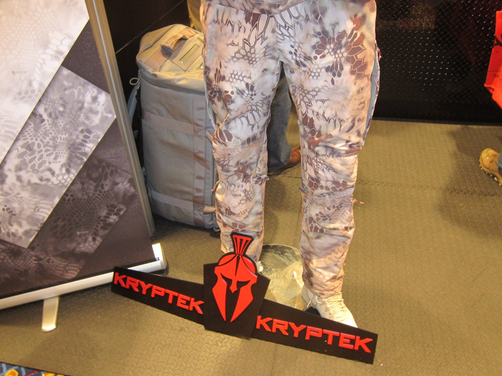 KRYPTEK LEAF Combat Camouflage Source One Distributing SOD Booth SHOT Show 2012 1 18 2012 DefenseReview.com DR 3 Kryptek LEAF/Camo Technologies 3 Dimensional (3 D)/Multi Directional Biomimetic Military Combat Camouflage (Camo) Patterns at SHOT Show 2012: Is the Armys Future Soldier Going Reptilian? (Video!)