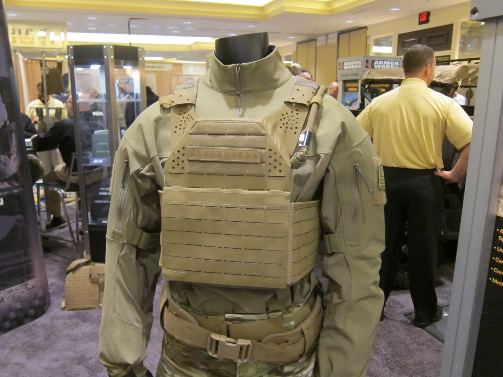 ArmorWorks Modular Plate Carrier MPC Tactical Armor Plate Carrier Alex Gallo SHOT Show 2012 DefenseReview.com DR 4 ArmorWorks Modular Plate Carrier (MPC): Scalable High Tech Minimalist/Low Profile Tactical Armor Plate Carrier (Military Body Armor) with SOURCE Tactical Hydration/Water Bladder System and Super Strong Polymer Non MOLLE MOLLE/PALS Webbing System and Shoulder Straps at SHOT Show 2012 (Video!)