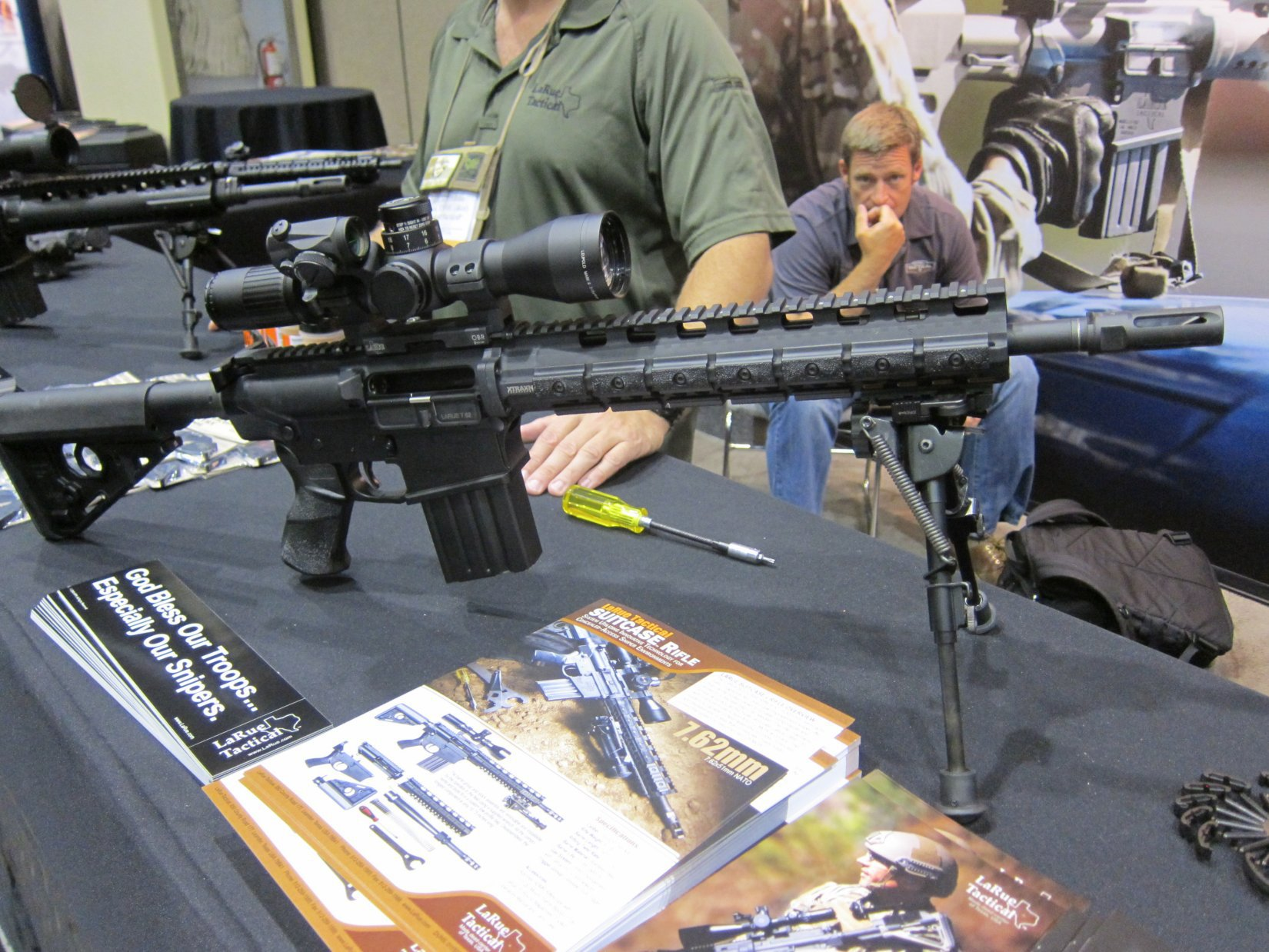 "LaRue Tactical Suitcase Rifle (""Suitcase Gun"") 14.5"" 7.62mm NATO/.308 Win. Takedown PredatOBR AR Carbine at NDIA Joint Armaments 2012 (Range Video!)"