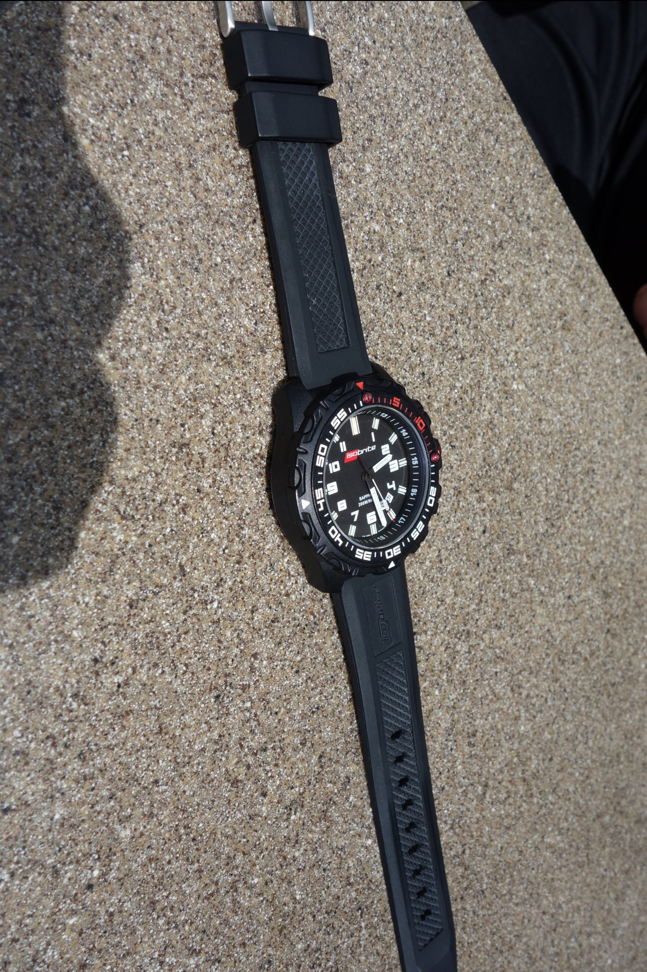 ArmourLite IsoBrite Tactical Watch Diving Watch T100 Tritium H3 Illumination Miami David Crane DefenseReview.com DR 7 rotated right ArmourLite IsoBrite Hard Use Tactical Watch/Diving Watch with T100 Tritium Illumination for Military and Law Enforcement Tactical Operations, Maritime Operations and Civilian Tactical Shooting (Video!)