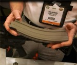 Plinker_Tactical_PT_35-Round_.22LR_Polymer_Magazine_for_Smith_&_Wesson_(S&W)_M&P15-22_.22LR_Tactical_AR-15_Carbine_Rifle_SHOT_Show_2013_David_Crane_DefenseReview.com_(DR)_1_Cropped