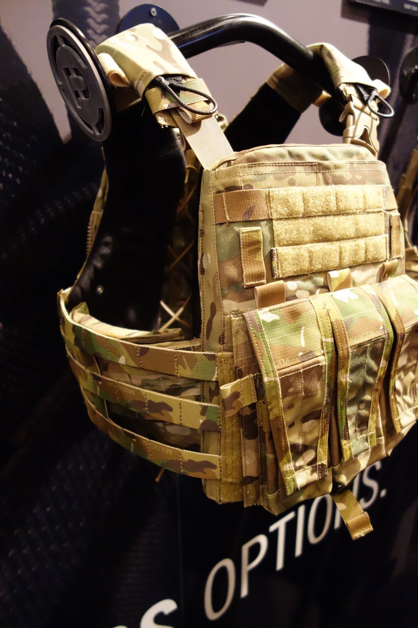 Crye Precision Adaptive Vest System AVS Assault Configuration Mission Configurable Modular Tactical Armor Plate Carrier SHOT Show 2013 David Crane DefenseReview.com DR 3 Crye Precision AVS AC (Adaptive Vest System Assault Configuration) Modular Tactical Armor Plate Carrier goes from Lo Pro/Lo Vis to Full Load Bearing Tactical Vest (Body Armor)