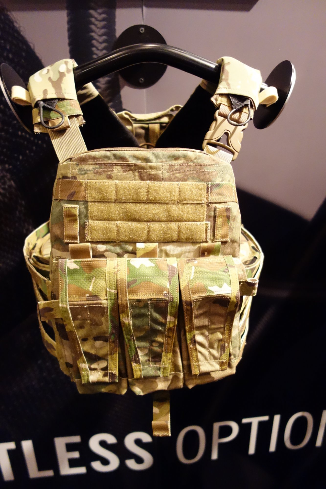 Crye Precision Adaptive Vest System AVS Assault Configuration Mission Configurable Modular Tactical Armor Plate Carrier SHOT Show 2013 David Crane DefenseReview.com DR 4 Crye Precision AVS AC (Adaptive Vest System Assault Configuration) Modular Tactical Armor Plate Carrier goes from Lo Pro/Lo Vis to Full Load Bearing Tactical Vest (Body Armor)