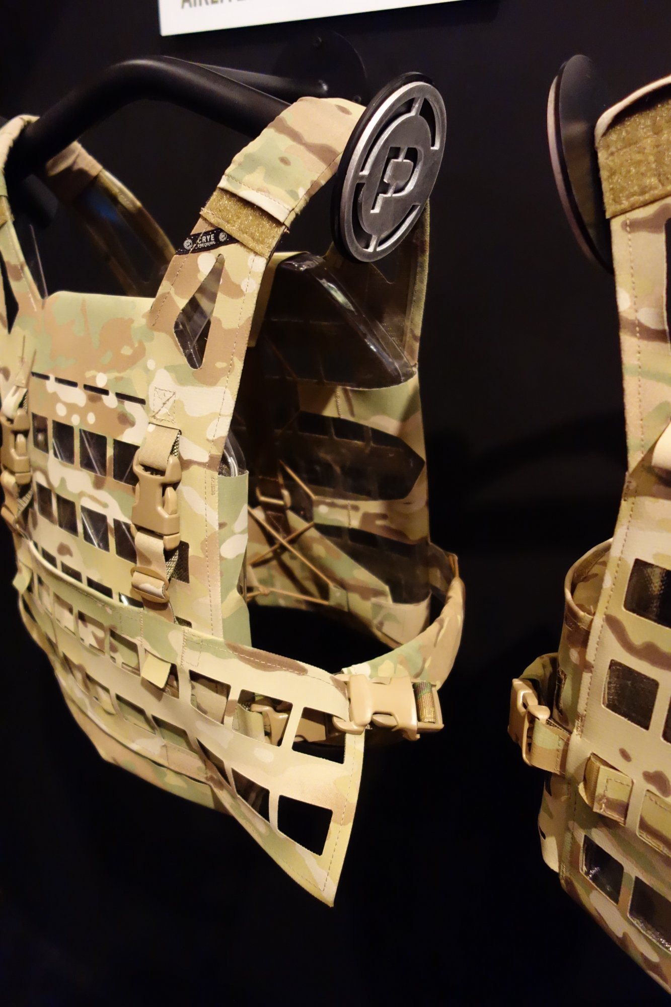 Crye Precision AirLite EK01 Ultra Lightweight Low Profile Low Visibility Tactical Armor Plate Carrier with Cutaway MOLLE System Hypalon with Chest Rig at SHOT Show 2013 David Crane DefenseReview.com DR 3 Crye Precision AirLite EK02/EK04 (and EK01/EK03) Ultra Minimalist Cutaway MOLLE Plate Carrier/Tactical Vest (Body Armor) and Chest Rig for Direct Action and other Short Duration Military Special Operations Forces (SOF) Missions