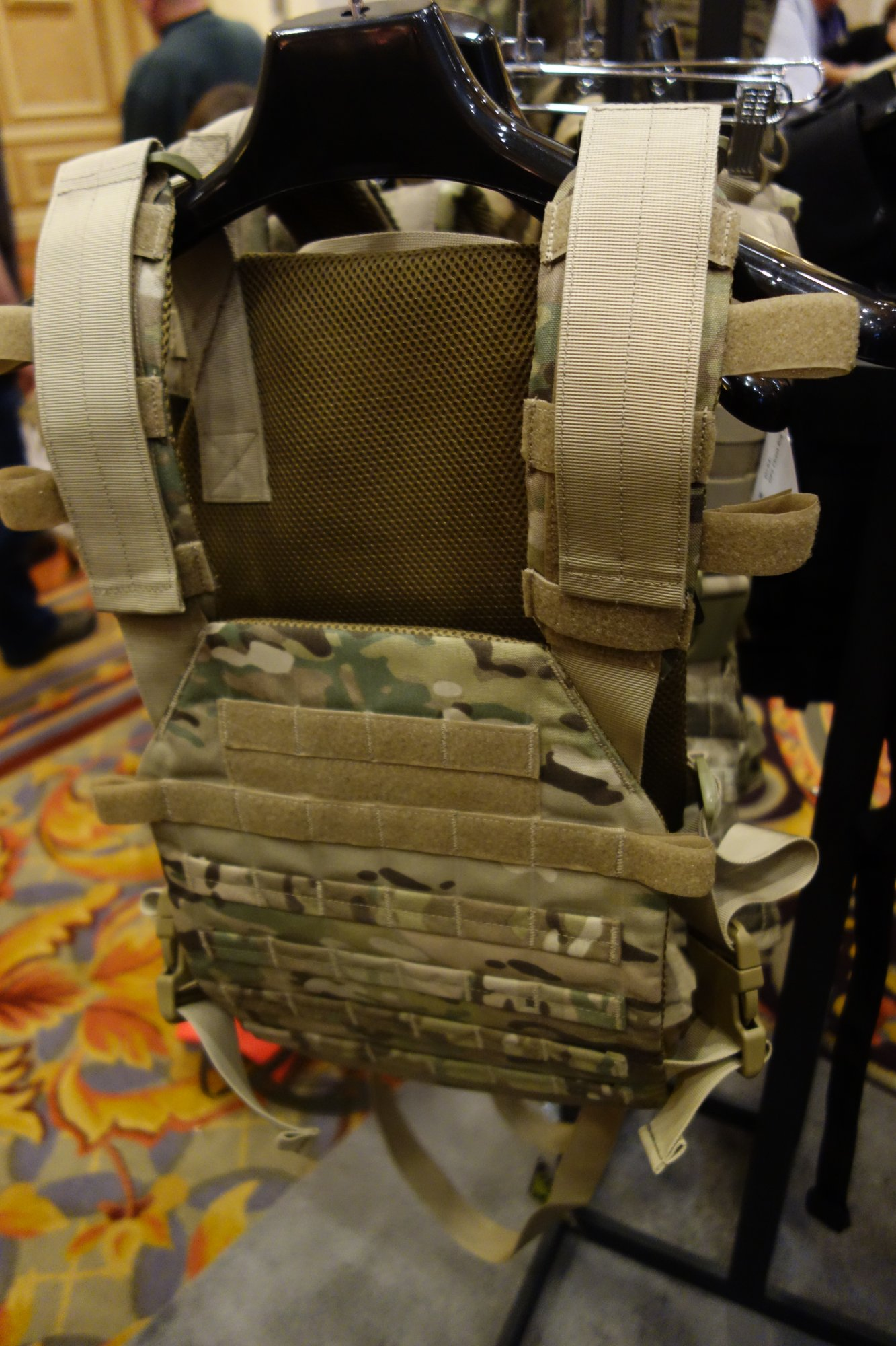 Condor Outdoor Sentry Tactical Armor Plate Carrier Prototype SHOT Show 2014 David Crane DefenseReview.com DR 1 Condor Sentry Lightweight Tactical Armor Plate Carrier Prototype: Lightweight Minimalist/Lo Pro/Lo Vis Tactical Body Armor/Tactical Vest with Fast Adjustable Shoulder Straps and Side Straps