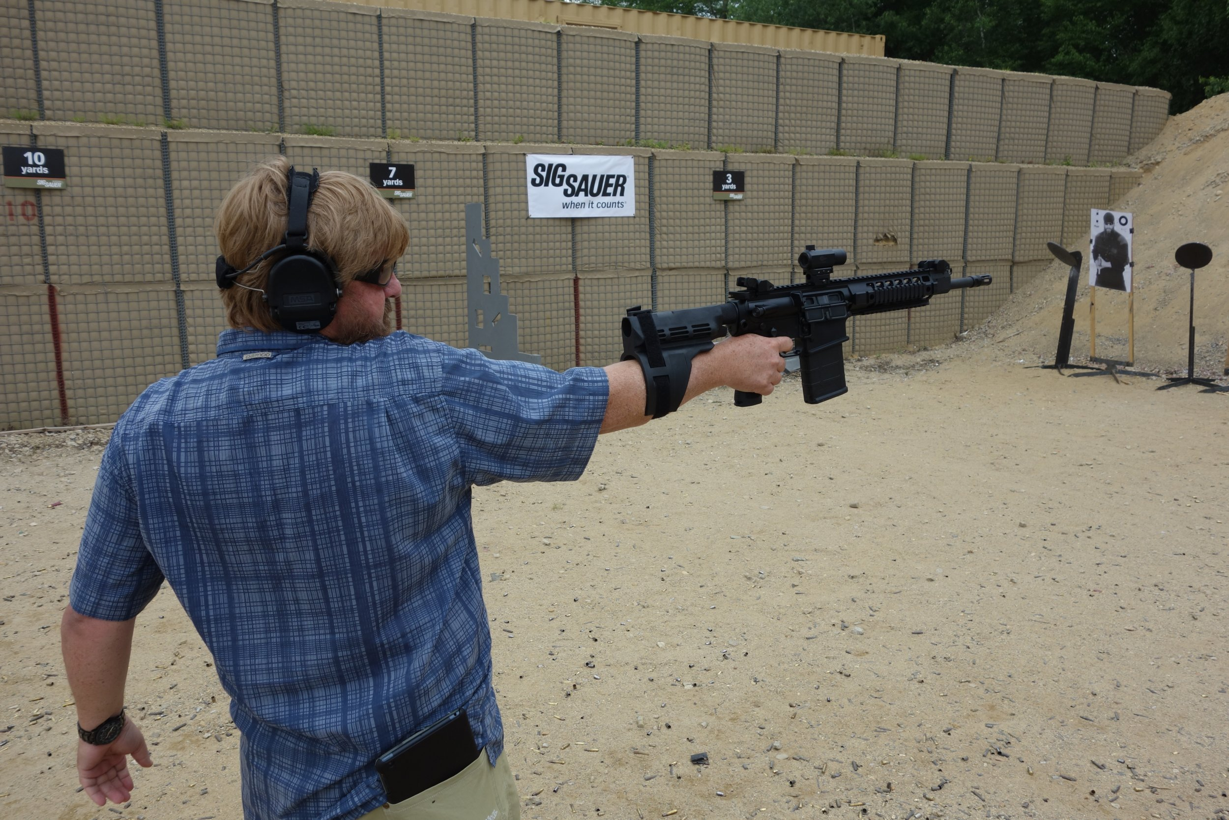 SIG SAUER SIGTac SB15 Pistol Stabilizing Brace on SIG716 7.62mm Tactical Piston AR Carbine SBR Eric Graves Soldier Systems Firing at SIG SAUER Academy Range New Media Writers Event 2014 David Crane DefenseReview.com DR 1 SIG SAUER SIGTac SB15 Pistol Stabilizing Brace for One Handed Firing of Tactical AR 15 Pistols