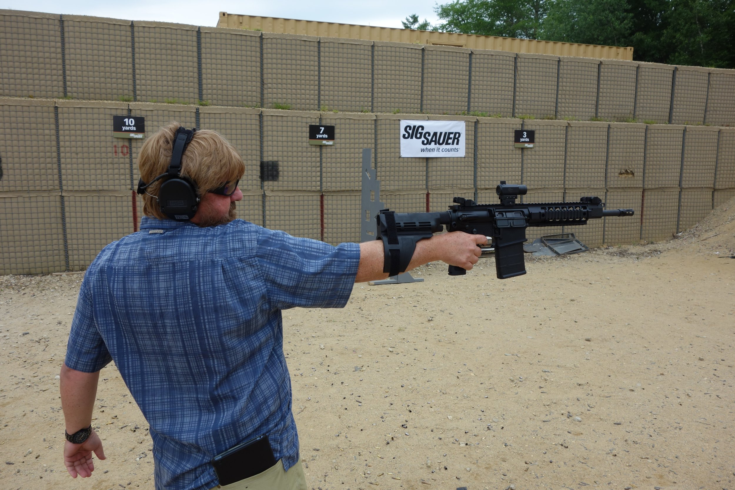 SIG SAUER SIGTac SB15 Pistol Stabilizing Brace on SIG716 7.62mm Tactical Piston AR Carbine SBR Eric Graves Soldier Systems Firing at SIG SAUER Academy Range New Media Writers Event 2014 David Crane DefenseReview.com DR 2 SIG SAUER SIGTac SB15 Pistol Stabilizing Brace for One Handed Firing of Tactical AR 15 Pistols