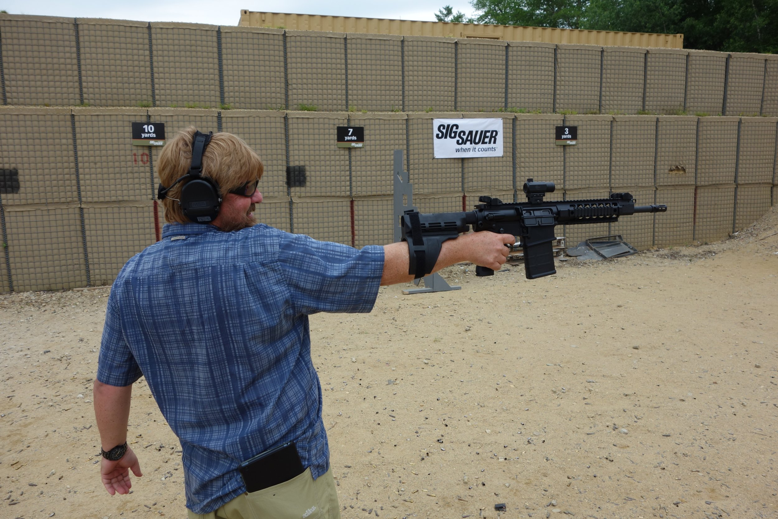 SIG SAUER SIGTac SB15 Pistol Stabilizing Brace on SIG716 7.62mm Tactical Piston AR Carbine SBR Eric Graves Soldier Systems Firing at SIG SAUER Academy Range New Media Writers Event 2014 David Crane DefenseReview.com DR 3 SIG SAUER SIGTac SB15 Pistol Stabilizing Brace for One Handed Firing of Tactical AR 15 Pistols