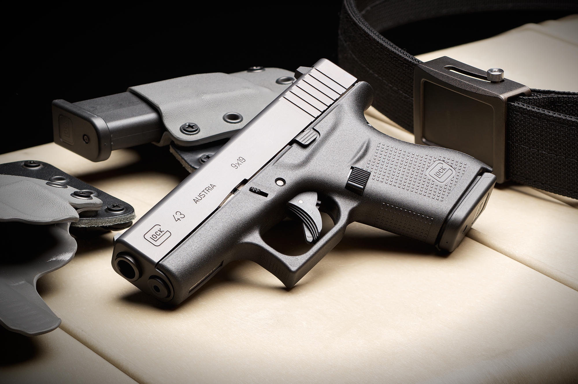 Glock 43 (G43) Single-Stack 'Slim-Line' Sub-Compact 9mm Pistol for Concealed Carry (CCW) and ...