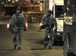 British_Scotland_Yard_Counterterrorism_SWAT_Unit_Armed_with_SIG516_(SIG_516)_Assault_Tactical_AR_Carbine_SBR_(Short_Barreled_Rifle)_and_Glock_17_(G17)_or_Glock_19_(G19)_Pistol_Daily_Mail_3