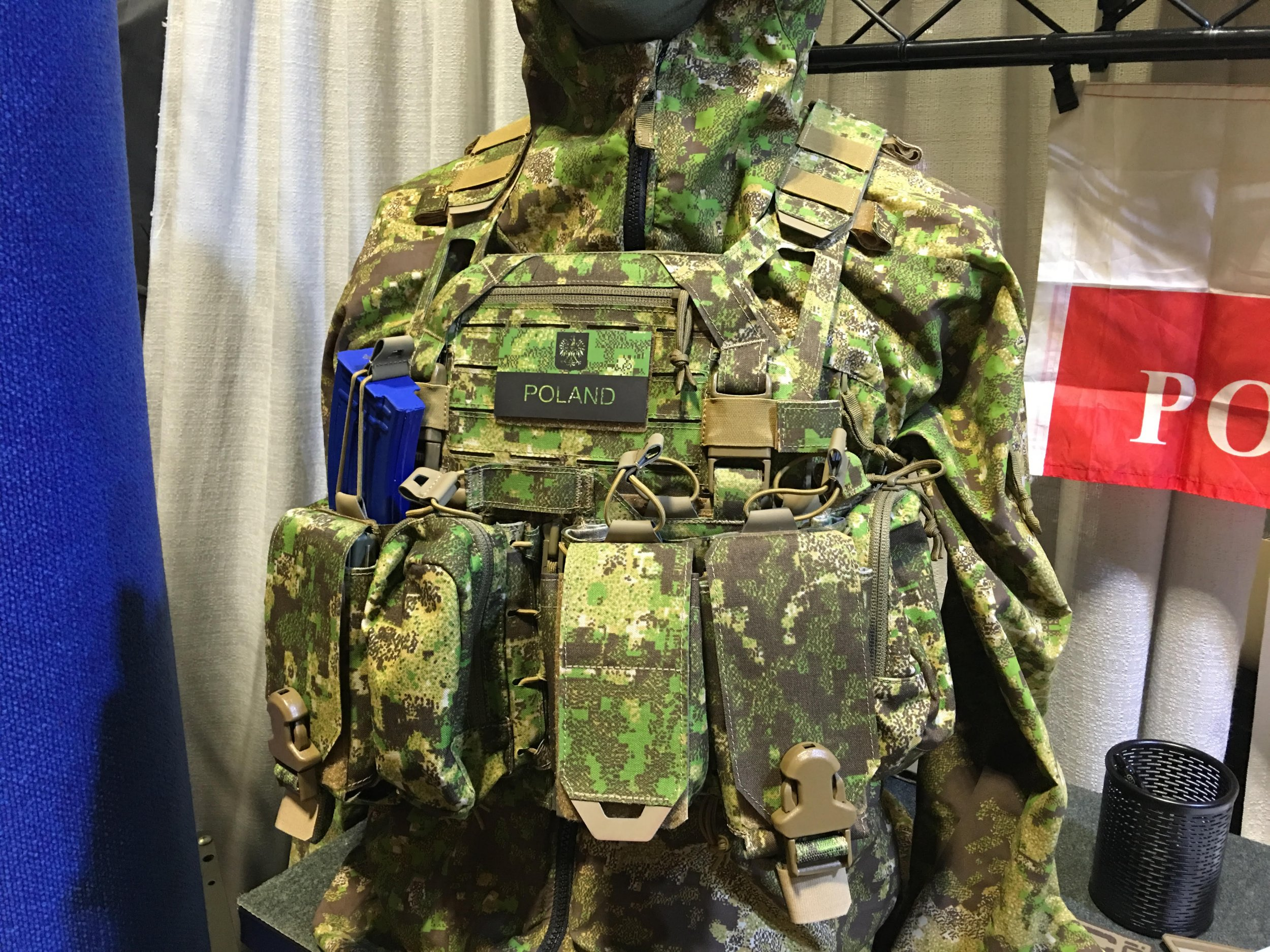 8bef3d365629 Speaking of new Direct Action and Hyde Definition products at SOFIC 2016  (Special Operations Forces Industry Conference 2016), DefenseReview (DR)  also ...