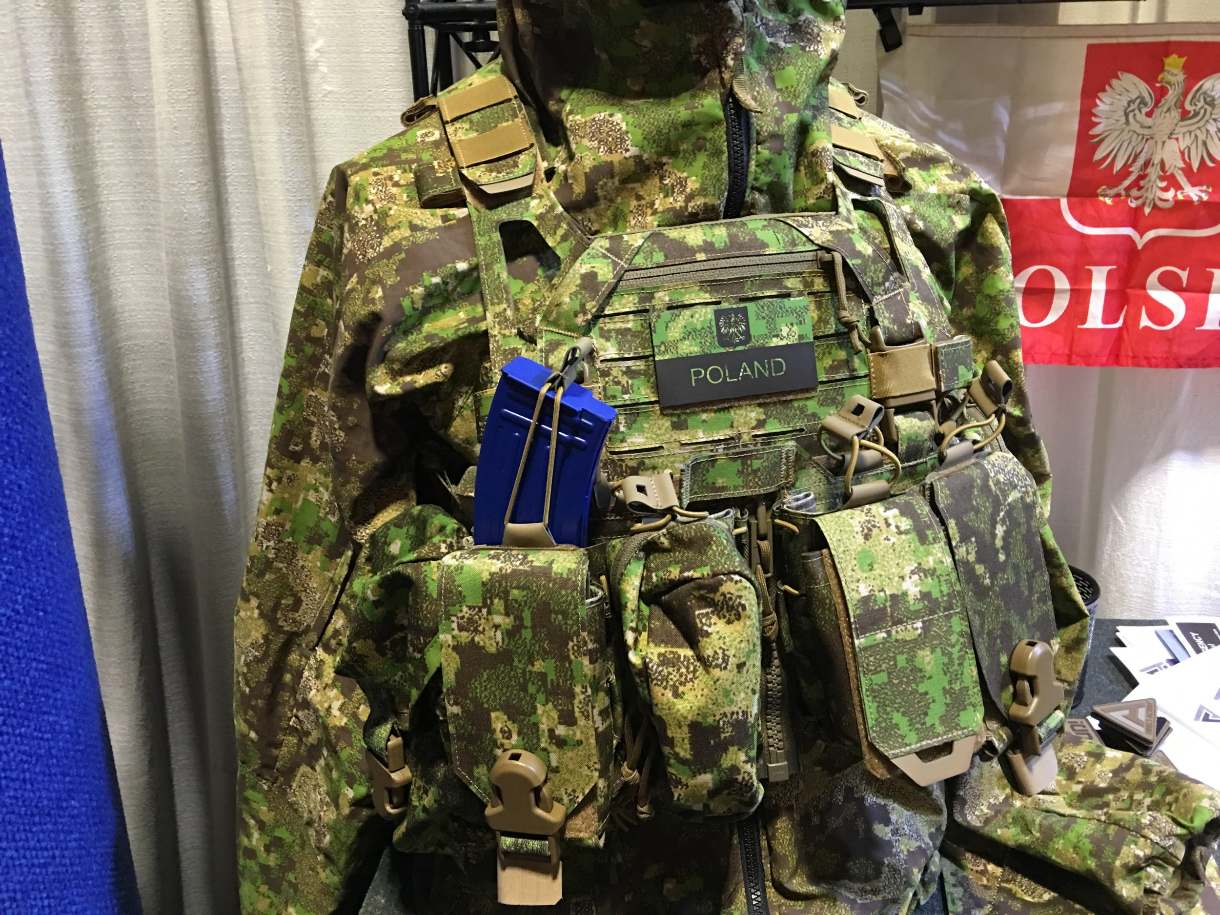 1fbaf07688b7 Direct Action Advanced Tactical Gear Systems Spitfire Modular Tactical  Armor Plate Carrier Outfitted with Direct Action Hurricane Chest Rig/Rifle  Mag ...