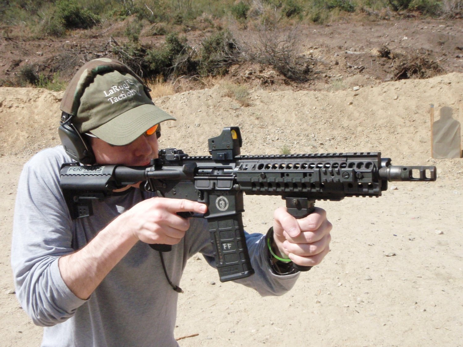 <!--:en-->Videos: Controlled One-Handed 30-Round Full-Auto Mag Dump and Short Bursts with 5.56mm NATO Select-Fire FERFRANS SOAR-P Piston AR SBR/PDWs<!--:-->