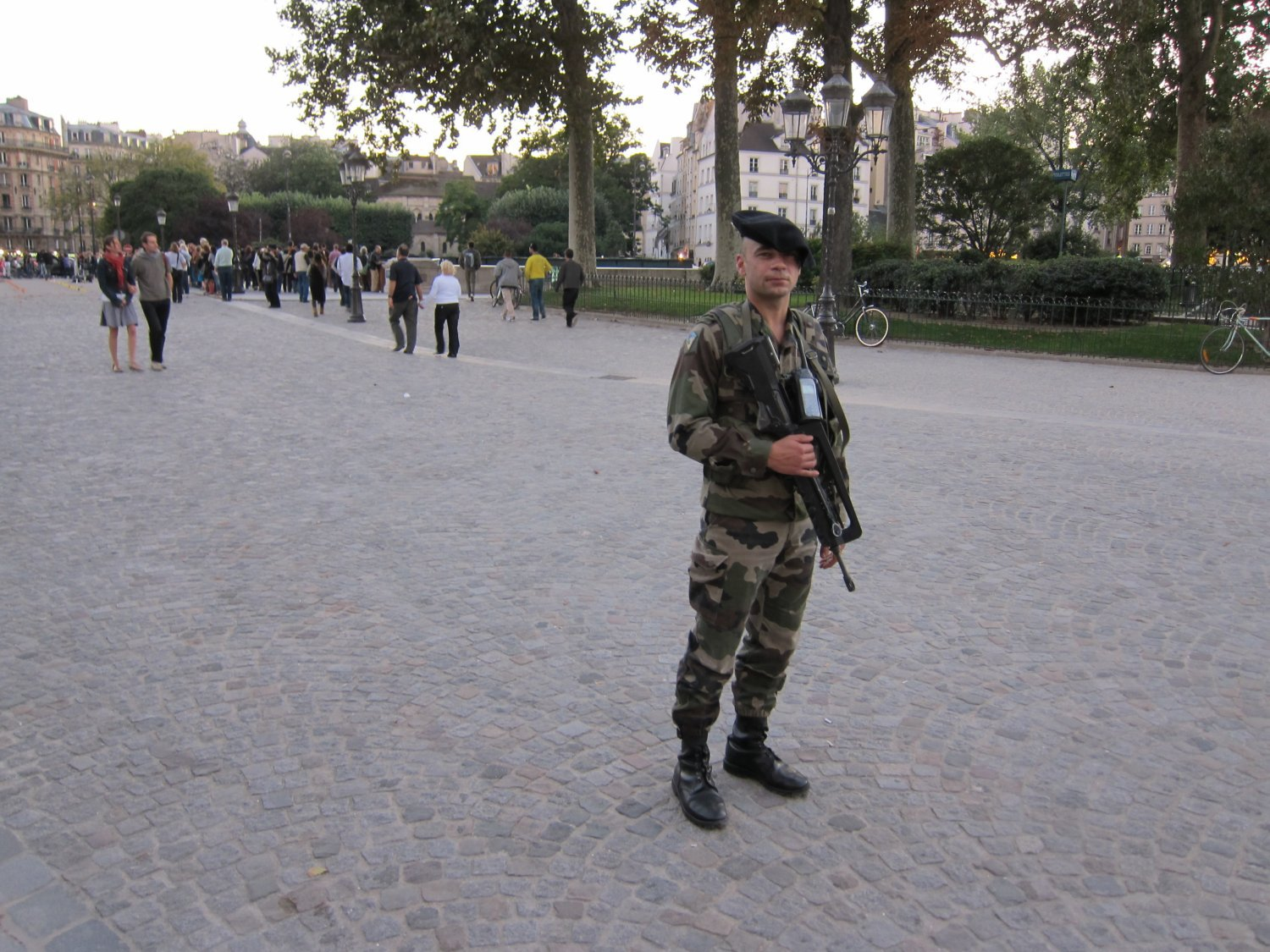 <!--:en-->DefenseReview (DR) back from Paris (France), Where Terrorists Threaten, Socialists Strike and March, French Military and Police Forces Maintain Control, and the City just Keeps Humming Along. Fresh articles on the way!<!--:-->
