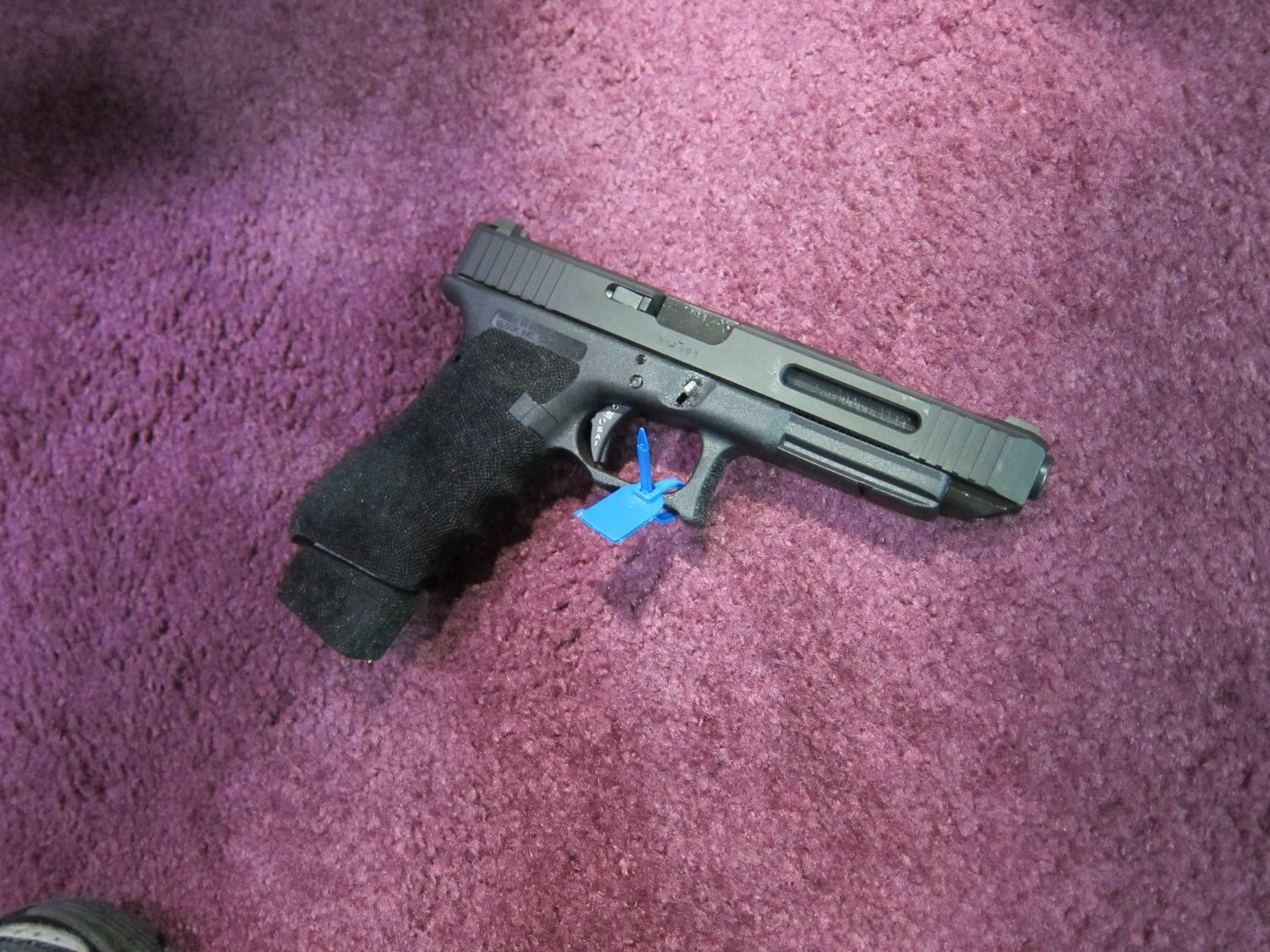 <!--:en-->Salient Arms (SAI) Customized Glock 17/22 (G17/22), Glock 34/35 (G34/35), and Glock 19/23 (G19/23) Pistols for Tactical 3-Gun and IPSC Competition, Taran Butler Style! (Photos!) <!--:-->