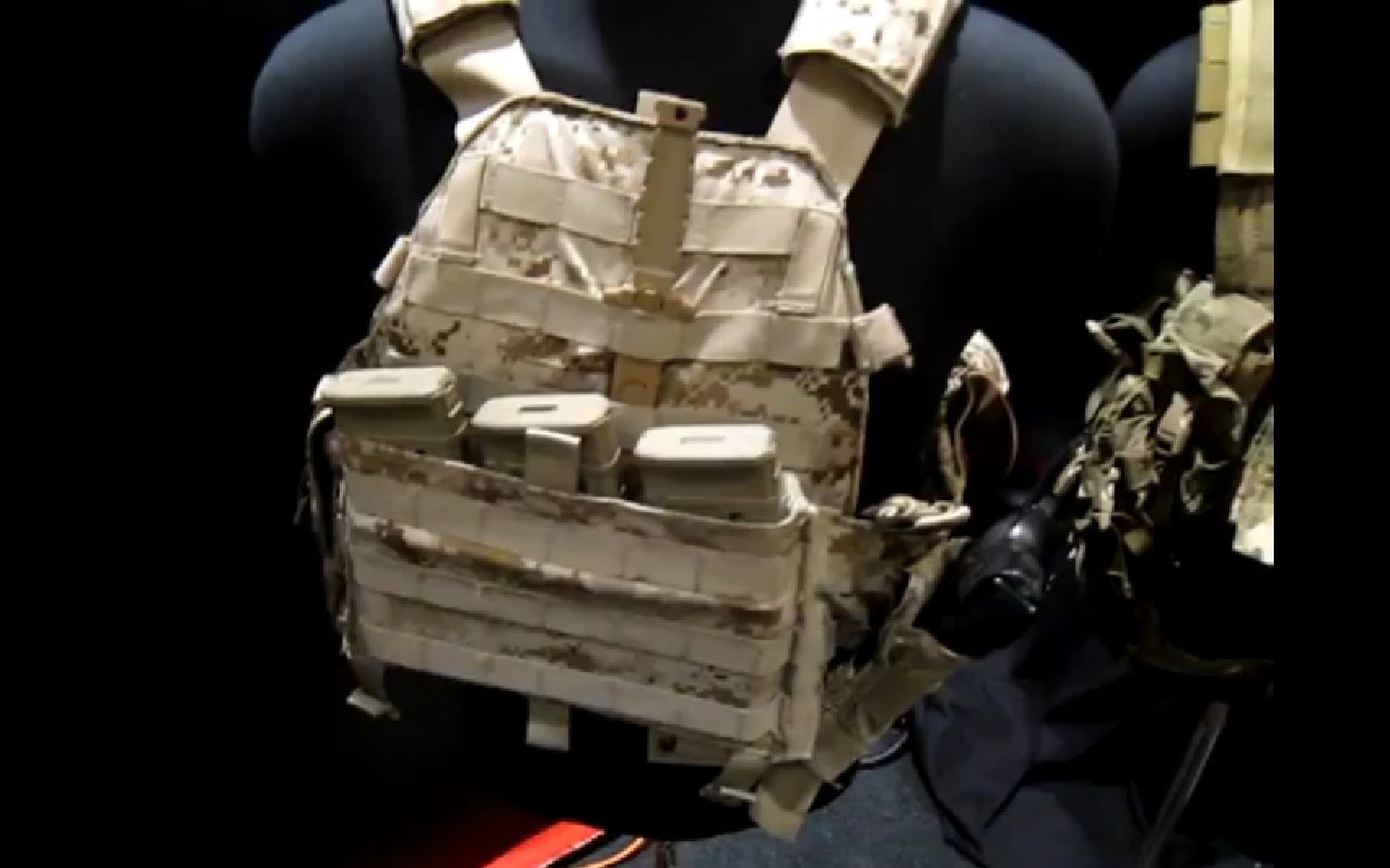London Bridge Trading (LBT) Modular Sentinel Releasable Plate Carrier (RPC) Tactical Armor Carrier/Vest with Quick-Release Assault Panel (QRAP) and Kangaroo Pouch Mag Carrier Insert