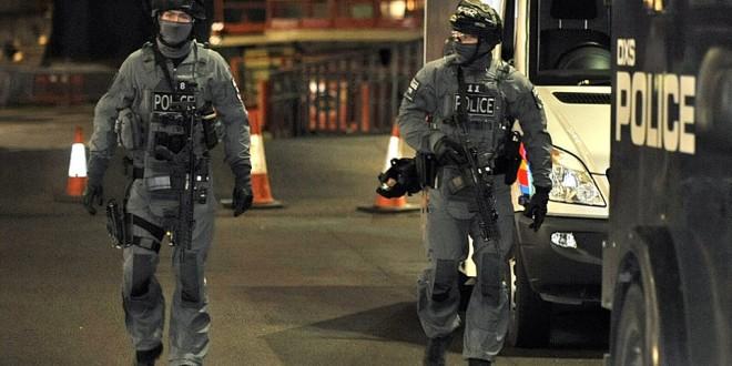Post Paris Attack(s): Elite British/UK Scotland Yard London Metro (Metropolitan) Police Counterterrorism/Law Enforcement SWAT Unit 'Met Specialist' 'Robocop' Assaulters/Operators Running SIG SAUER MCX Tactical Piston AR-15 Carbine/SBR's, Glock Pistols and Grey Man BDU's Deployed to Wembley Stadium